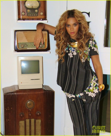 beyonce-blue-ivy-brooklyn-lunch-pair-02